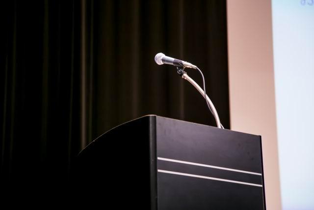 プレゼンテーション、司会をする機会が多い。聴く人にいい講師だと思われるような話し方をマスターしたい。のイメージ